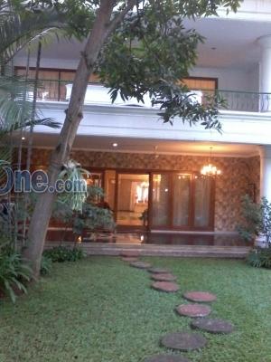 RUMAH MEWAH SIAP HUNI LB=1,800-m2 BISA JUAL / SEWA di Bukit Golf Pondok Indah, Pondok Pinang - Jakarta Selatan